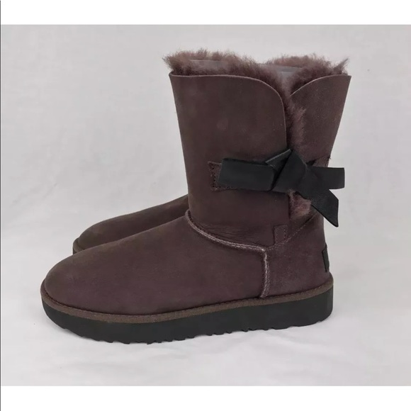 b67c21adf5e UGG CLASSIC KNOT SHORT DEMITASSE (BROWN) BOOTS NEW